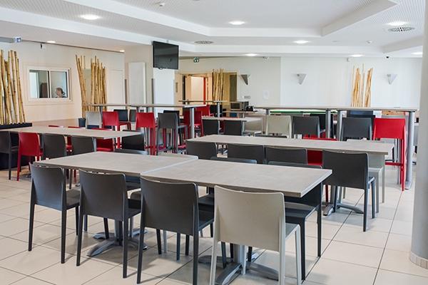 salle pour les petits déjeuners à l'internat